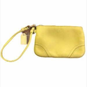 Pre-loved Coach Lime Green Leather Wristlet 👝